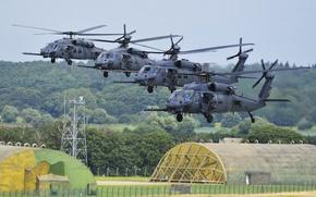 Картинка вертолеты, аэродром, взлет, England, ангары, LAKENHEATH, ROYAL AIR FORCE, HH-60G Pave Hawks, helicopters