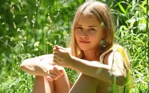 Обои взгляд, свет, природа, поза, блондинка, Девочка
