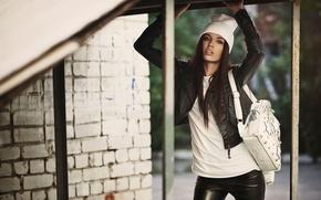 Картинка девушка, кожа, сумочка, шапочка
