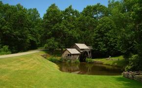Картинка дорога, поле, лес, небо, трава, пруд, ручей, колесо, мельница, домик, лужайка