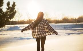 Обои брюнетка, девушка, снег, зима, рубашка, волосы