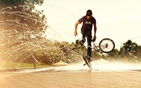 Картинка вода, брызги, люди, спорт, человек, фотографии, парни, велосипеды