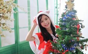Картинка девушка, радость, улыбка, фон, праздник, игрушки, елка, азиатка