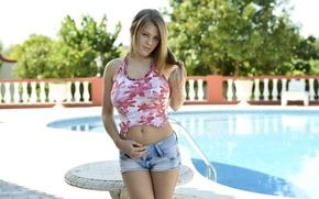 Картинка взгляд, девушка, шортики, красотка, бассейн., Viola O