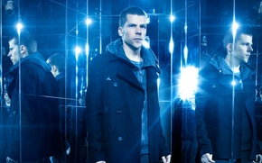 Обои отражение, пальто, Now You See Me 2, Jesse Eisenberg, синева, Джесси Айзенберг, зеркала, Иллюзия обмана ...