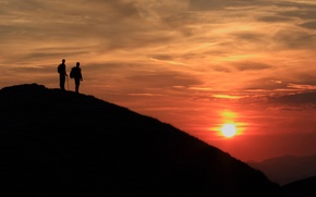 Картинка sky, Sunset, clouds, sun, people, hills, mood, couple, silhouette, peaceful, emotion, backlight, contemplation