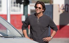 Картинка машина, улыбка, фильм, очки, актер, мужчина, Брэдли Купер, Bradley Cooper, The Hangover Part III, Мальчишник: …
