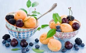 Картинка листья, вишня, ягоды, черника, посуда, фрукты, натюрморт, ежевика, абрикосы, голубика, ложки, пиалы, Anna Verdina