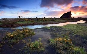 Обои скала, трава, река, закат