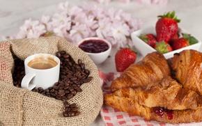 Обои цветы, чашка, напиток, кофе, зерна, повидло, круассаны, мешок, завтрак, рогалики, джем, клубника