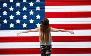 Картинка девушка, стена, флаг
