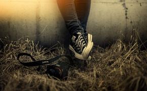 Картинка трава, свет, стена, обувь, камера, Sony, All Star