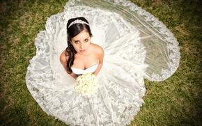 Картинка взгляд, девушка, цветы, букет, платье, декольте, невеста, диадема, свадьба