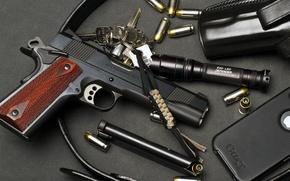 Картинка фонарик, телефон, США, ключи, патроны, кобура, model, обойма, M1911, colt, .45 ACP, i-phone, government
