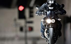 Обои фокус, фара, мотоцикл, шлем