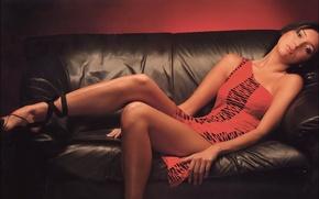 Обои диван, красное, Девушка