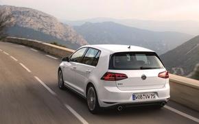 Картинка Авто, Дорога, Горы, Белый, Volkswagen, Машина, День, Golf, GTI, Вид сзади, В Движении