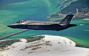 Картинка море, земля, бомбардировщик, полет, Lightning II, F-35, истребитель