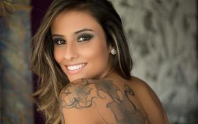Картинка girl, eyes, smile, photos, model, lips, face, brunette, tattoos, portrait, mouth, earrings, shoulders, Ellen Sapori, …
