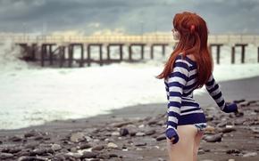 Обои море, пляж, пирс, рыжеволосая, девущка