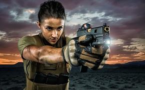 Картинка девушка, лицо, пистолет, оружие, фон, луч, фонарик