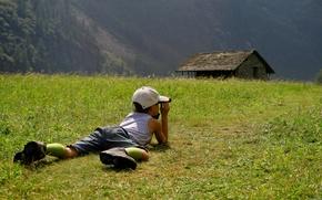 Обои поле, трава, природа, дети, настроения, мальчик, кепка