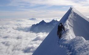 Обои небо, облака, снег, люди, след, гора, вершина
