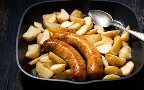 Картинка сковорода, картофель, колбаски, жареный