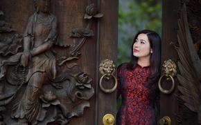 Картинка девушка, лицо, ворота, платье, азиатка, резьба