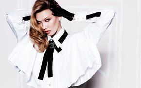 Картинка поза, модель, макияж, брюнетка, прическа, фотограф, блузка, перчатки, в белом, фотосессия, Vogue, Karlie Kloss, Карли ...
