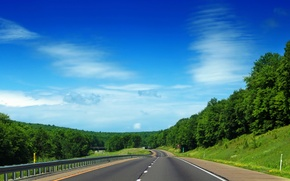 Картинка дорога, зелень, небо, трава, листья, облака, деревья, природа, фон, дерево, widescreen, обои, листва, трасса, шоссе, …