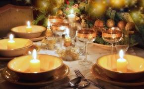 Картинка стол, елка, свечи, бокалы, Рождество, посуда, бантики, новогодняя, фужеры, бежевая, Сервировка стола, позолоченные, декорация