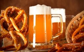 Обои пиво, бокалы, брецели, корзина, колосья, пена
