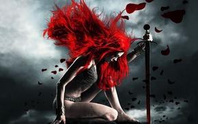 Обои кольчуга, красный, девушка, меч, покорность, рыжая соня