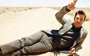 Картинка дорога, песок, костюм, актер, мужчина, Matthew McConaughey, Мэттью МакКонахи