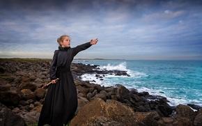 Картинка море, камни, побережье, платье, девочка, ожидание, подзорная труба