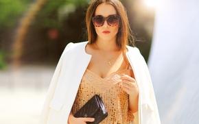 Картинка девушка, лицо, стиль, фон, одежда, очки, сумка, мода