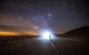 Обои человек, звезды, дорога, млечный путь