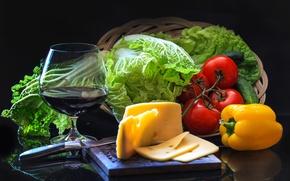 Обои перец, помидоры, овощи, бокал, вино, салат, сыр, огурец