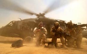 Обои вертолёт, высадка, солдаты, пустыня, black hawk