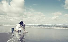 Картинка пляж, девушка, берег, ведро, тряпка, мытьё