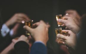 Картинка праздник, руки, напитки