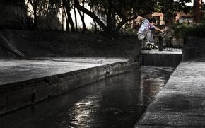 Картинка деревья, парк, отражение, зеркало, скейтбординг, канализация, скейтборд, солнечный свет, экстремальный спорт, прыгать