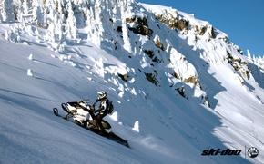 Картинка лес, снег, горы, спорт, sport, snow, снегоход, summit, snowmobile, ski-doo, brp, skidoo