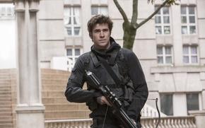 Обои оружие, фантастика, кадр, костюм, снаряжение, арбалет, Лиам Хемсворт, Liam Hemsworth, The Hunger Games: Mockingjay - ...