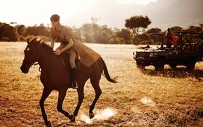 Обои наездница, британская, Mikael Jansson, поле, машина, солнце, фотосессия, модель, Эди Кэмпбелл, верхом, природа, Wall Street ...