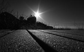 Картинка солнце, лучи, дом, чёрно-белое, Дорога