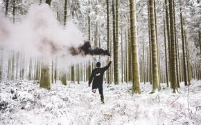 Обои зима, лес, снег, черный, дым, мужчина