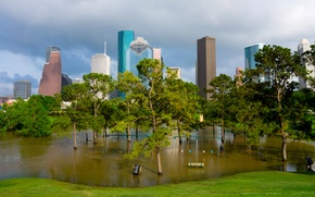 Картинка трава, вода, деревья, парк, качели, небоскребы, США, скамейки, лужайка, Houston, затопило