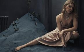 Картинка песок, поза, модель, платье, актриса, прическа, Natalie Dormer, Натали Дормер, Vanity Fair, Rory Payne